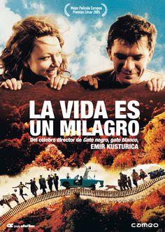 Antes de Maradona por Kusturica (Emir Kusturica, 2008, Francia & España) el cineasta serbio alude al fútbol en esta caótica película llena del habitual encanto y desparrame de personajes más preocupados por vivir que por entender la vida.