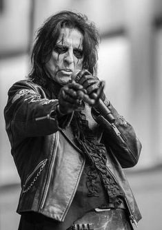 """Alice Cooper Photos - Alice Cooper performs during """"FOX & Friends"""" All American Concert Series outside of FOX Studios on August 2015 in New York City. - 'FOX & Friends' All American Concert Series - Alice Cooper Alice Cooper, Pictures Of Rocks, Fox Studios, Rock Artists, Jazz Artists, Metal T Shirts, Rock Groups, Metalhead, The Villain"""