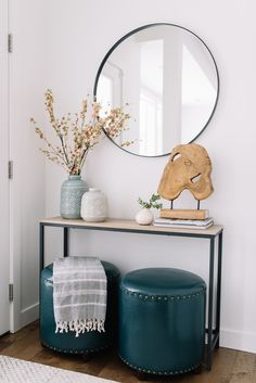 Super apartment entryway decor entrance round mirrors Ideas - All About Decoration Apartment Entryway, Entryway Decor, Modern Entryway, Entry Tables, Console Tables, Entry Hall Table, Hallway Console, Decoration Inspiration, Decor Ideas