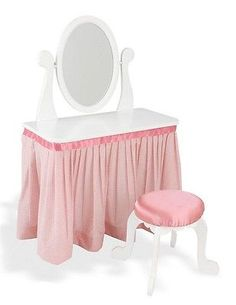 This would be the perfect princess vanity for Kylee's princess room :)