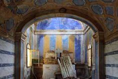Toiano in der Toskana: Eine Frau und ihr Sohn leben in dem ansonsten...