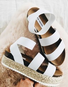High style Steve Madden Kimmie espadrille sandals with stretchy crisscross straps and a chunky platform heel design - fashion Nike Air Huarache, Nike Shox, Flip Flop Shoes, Flip Flops, Cute Shoes, Me Too Shoes, Cute Wedges Shoes, Wedge Sandals, Shoes Sandals