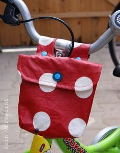 Zum Geburtstag gab es für das kleine Kind ein Fahrradtäschen. Ich hab lang im Netz nach einem Tutorial gesucht, aber nicht so richtig wa...