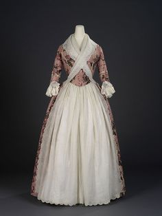 Title: Overdress of a woman's robe à l'anglaise. English dress of Indian export chintz Painted and resist-dyed cotton tabby Centimetres: (width) circa 1780 Area of Origin: England. 18th Century Dress, 18th Century Costume, 18th Century Clothing, 18th Century Fashion, Old Dresses, Vintage Dresses, Vintage Outfits, Vintage Fashion, Cheap Dresses