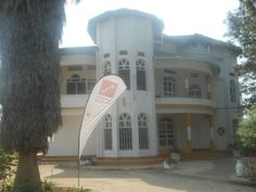A VILLA FOR SALE IN KIGALI - NYARUTARAMA Location: District of Gasabo, Sector of Remera, Cell of Nyarutarama, The villa is at main road and can be used for offices or as a living house. Desc...
