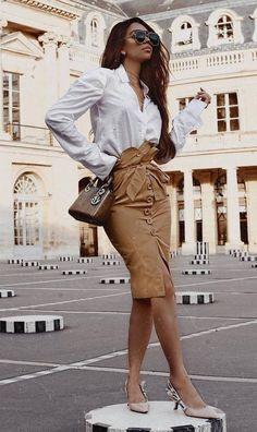 Elegant Outfit White Shirt Plus Bag Plus Heels Plus Nude High Waist Skirt - Outfits Nude Outfits, Casual Fall Outfits, Skirt Outfits, Chic Outfits, Spring Outfits, Fall Fashion Skirts, Fashion Pants, Fashion Outfits, Fashion Trends