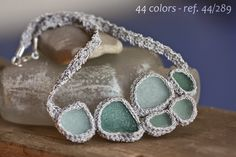 #44colors - collaret fet de #ganxet i #vidresdeplatja - #crochet with #seaglass
