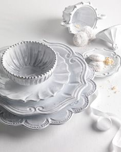 The store's most popular Vietri pattern. Mix and match with this Vietri classic. VIETRI New Incanto Dinnerware White Dinnerware, Classic Dinnerware, Vintage Dinnerware, Vintage Plates, Dinnerware Sets, Vintage Pyrex, White Dishes, Decoration Table, Shabby Chic Decorating