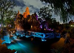 Top 10 Disneyland Rides at Night - Disney Tourist Blog Definitely some of my favorites in the top few. Have to try some of the others next time.