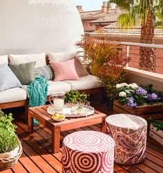 38 Small Terrace Design Projects to Maximize Your Small Space Small Balcony Design, Small Balcony Decor, Small Terrace, Terrace Design, Small Outdoor Patios, Outdoor Balcony, Outdoor Spaces, Outdoor Decor, Outside Furniture