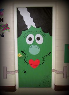 Halloween DIY Door Idea - Bride of Frankenstein Deco Porte Halloween, Dulceros Halloween, Adornos Halloween, Halloween Themes, School Door Decorations, Halloween Door Decorations, Monster Door Decoration, Fall Classroom Decorations, Classroom Ideas
