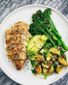 Italian baked chicken breast, BROCCOLINI, zucchini + spinach and a Hunderte anderer Super-Gourmet-Rezepte von Paléo finden Sie unter dem Link! Healthy Meal Prep, Healthy Dinner Recipes, Healthy Snacks, Healthy Eating, Cooking Recipes, Healthy Filling Breakfast, Diet Recipes, Super Healthy Recipes, Diet Snacks