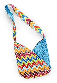 Grab two of your two favorite fabrics to make a fabulous summer bag.