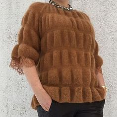 Macrame Mania – The Age-Aged Artwork Of Knotting Is Back With A Haute Couture Flavor – By Zazok Knitting Paterns, Easy Knitting, Knit Patterns, Knitting Projects, Knitwear Fashion, Knit Fashion, Sweater Fashion, Mohair Sweater, Different Fabrics