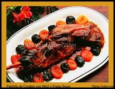 La Mesa de Harun Al-Rashid y el Vuelo de Ziryab a Qûrtuba Carne de Paletilla de Cordero con Miel y Frutas Secas : 800 grs. de carne de paletilla de cordero, 3 cucharadas de aceite de oliva, 1 cebolla, 2 dientes  de ajo, 4 cucharadas de miel, 250 grs. de pasas, 125 grs. de orejones de albaricoques, 125 grs. de almendras y mezcla de especias (5 clavos, 6 granos de cardamomo, ralladura de jengibre, ¼ de cucharada de nuez moscada, 1 pizca de canela y 5 hebras de azafrán).