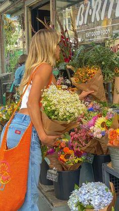 Flower Aesthetic, Summer Aesthetic, Orange Aesthetic, Nature Aesthetic, Aesthetic Indie, Summer Dream, Summer Girls, Pinterest Foto, Shotting Photo