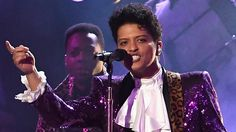 Bruno Mars ROCKS Purple Suit For Prince Tribute Performance With The Tim...