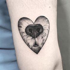 Web Tattoo: Dog Tattoo: 80 Ideas for Eternal Love for Your Pet Small Dog Tattoos, Baby Tattoos, Mini Tattoos, Love Tattoos, Body Art Tattoos, Tatoos, Poodle Tattoo, Puppy Tattoo, Piercing Tattoo