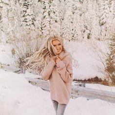 trend 2018 for women photoshoot poses Snow Photography, Photography Poses Women, Fashion Photography, Winter Fashion Outfits, Autumn Fashion, Fashion Fashion, Womens Fashion, Fashion Trends, Urban Fashion