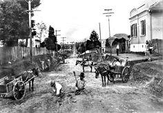 Abertura da Rua XV de Novembro, ex-Rua São Paulo, em direção ao atual Alto da Caixa D'Água. Foto de 1940.