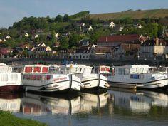Le port ... Il est possible de visiter tout l'Yonne au départ de joigny