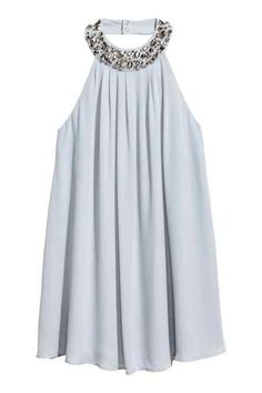 Short chiffon dress in a narrow cut at the top with a beaded halter neck with press-studs at the back, pleats and a concealed zip in the side. Mob Dresses, Short Dresses, Summer Dresses, Tent Dress, Swing Dress, Frock Fashion, Fashion Outfits, Chiffon Dress, Lace Dress