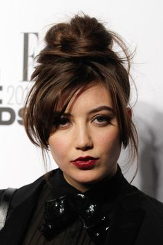 We totally heart Daisy Lowe's gorgeous messy topknot, not to mention her dreamy new bitter chocolate hue! This 'do is ideal for girls who are growing out their layers and/or fringe, as the outgrown lengths will add to the 'perfect-imperfect' … Daisy Lowe Hair, Hair Magazine, Hair 2018, Grow Out, Celebrity Hairstyles, Top Knot, Daisies, Celebrity Crush, New Hair