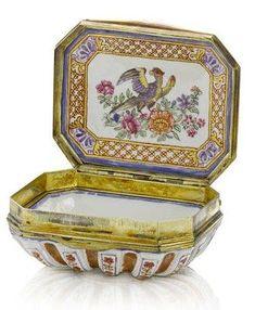 A rare Du Paquier gilt-metal-mounted snuff box, circa 1730-40