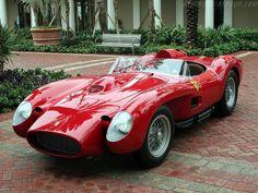 Ferrari 250 Testa RossaEl Continental GT ofrece un rendimiento impresionante. El coche acelera de 0-100 km / h (0-62 mph) en sólo 4.2 segundos tiene la velocidad máxima de 331 km / h (206 mph)