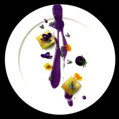 Voici un nouveau Chef qui nous rejoint pour nous présenter quelques une de ses réalisations les plus significatives et les plus créatives. Bienvenue à : Chef Mattia Stroppa