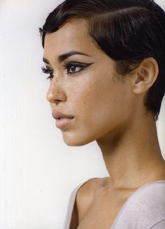 Wavy slicked pixie cut, bold liner and freckles Short Hair Cuts, Short Hair Styles, Models With Short Hair, Smoky Eyes, Cute Cuts, Great Hair, Pixies, Hair Dos, Makeup Inspiration