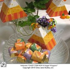 Printable Halloween Candy Corn Boxes - Looks like a piece of Candy Corn. Comes with Candy Corn printable Hershey Nugget Halloween Wrappers. Designed for do it yourself Halloween party favors / treats Halloween Party Favors, Halloween Candy, Cute Halloween, Holidays Halloween, Fall Candy, Candy Corn, Fall Harvest, Autumn, Spider Queen
