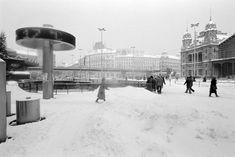 Emlékeztek még az 1986-os igazi nagy télre? | nlc Old Photographs, Budapest, Hungary, Vintage Photos, Arch, Louvre, Building, Winter, Travel