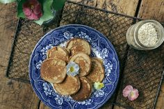 BANANA OAT HOT CAKES – Eleanor Ozich
