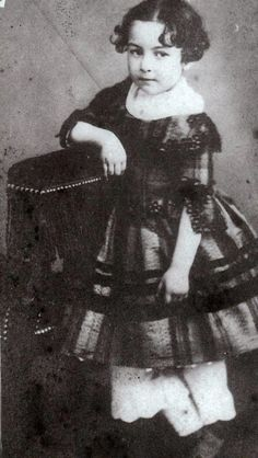 Jeanne Clésinger (1849-1855), petite-fille de George Sand. George Sand, Literary Writing, Jeanne, Antique Books, Vintage Photos, The Incredibles, Romantic, Trench, Petite Fille