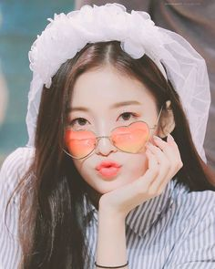 Arin Oh My Girl, Dps For Girls, Pretty Asian Girl, Rapper, Pose Reference, Woman Crush, Female Characters, Kpop Girls, Korean Girl