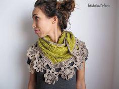 Xaile tricotado à mão com lã 100% Portuguesa. É uma peça com edição limitada a três unidades por cor.Está disponível por encomenda com um prazo de envio de oito dias, e tem edição limitada a 3 unidades por cor.