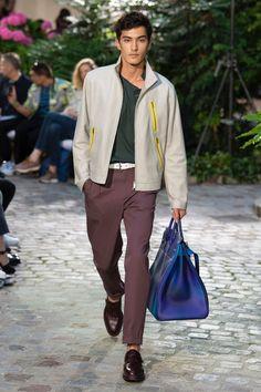 Hermès Spring 2019 Menswear Fashion Show Collection: See the complete Hermès Spring 2019 Menswear collection. Look 10