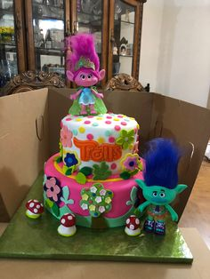 Trolls, 2 Tier Birthday cake with Poppy and Branch. 2nd Birthday Party Themes, Trolls Birthday Party, Troll Party, First Birthday Parties, 3rd Birthday, Birthday Ideas, Princess Poppy Birthday Cake, Los Trolls, Poppy And Branch