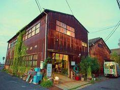リノベーションでおしゃれに生まれ変わった倉庫カフェがおしゃれ♡