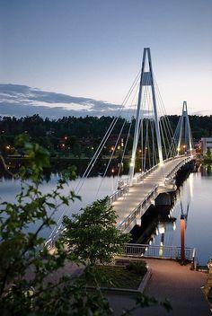 Am Folgetag geht es 150 km weiter nach Jyväskylä, auf dem Bild ist die 192 m lange Fußgängerbrücke Ylistö zu sehen