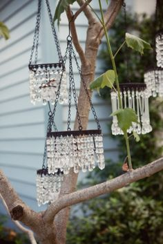 crystal wind chimes as yard art Carillons Diy, Crystal Wind Chimes, Garden Crafts, Mobiles, Suncatchers, Yard Art, Garden Inspiration, Diy And Crafts, Diy Projects