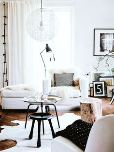 Living white, black and wood