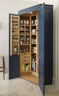 The Holkham corner pantry provides storage for all the family's dried food. - The Holkham corner pantry provides storage for all the family's dried food. A combination of draw - Kitchen Pantry Design, New Kitchen Cabinets, Kitchen Decor, Kitchen Ideas, Kitchen Craft, Kitchen Themes, Kitchen Pantry Cabinets, Kitchen Furniture, Oak Cabinets