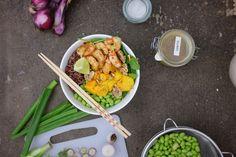 Se sei un appassionato di Instagram avrai capito che le bowl sono la tendenza del momento. Ecco la nostra versione con gamberi e mango!