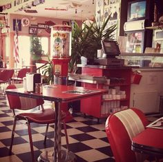 old diner-kinda wish my kitchen looked this way!