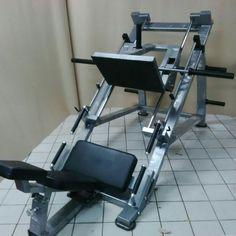 Dream Home Gym, At Home Gym, Weight Lifting Equipment, No Equipment Workout, Anatomy Bones, Smith Machine, Gym Machines, Leg Press, Workout Music