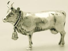 Day 24 A fine antique Victorian English sterling silver sugar / spice box modelled in the form of a cow Vintage Silver, Antique Silver, Secret House, Spice Containers, Silver Napkin Rings, Vintage Shabby Chic, Sugar And Spice, Oeuvre D'art, Christian Art