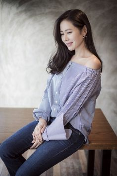 Son Ye-jin (손예진) - Picture @ HanCinema :: The Korean Movie and Drama Database Permed Hairstyles, Modern Hairstyles, Korean Beauty, Asian Beauty, Getting A Perm, Air Dry Hair, Types Of Curls, Korean Actresses, Blake Lively