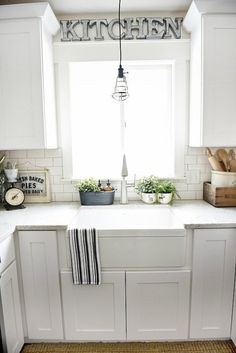 Farmhouse sink pros & cons - A MUST read before getting a farmhouse sink! - - Farmhouse sink pros & cons - A MUST read before getting a farmhouse sink! - - Always aspired to discover how to k. Modern Farmhouse Kitchens, Modern Farmhouse Style, Farmhouse Kitchen Decor, Farmhouse Style Decorating, Kitchen Redo, New Kitchen, Home Kitchens, Kitchen Remodel, Kitchen Ideas